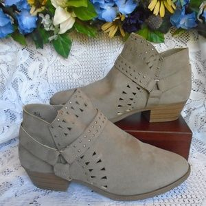 Report Gray Booties NWT